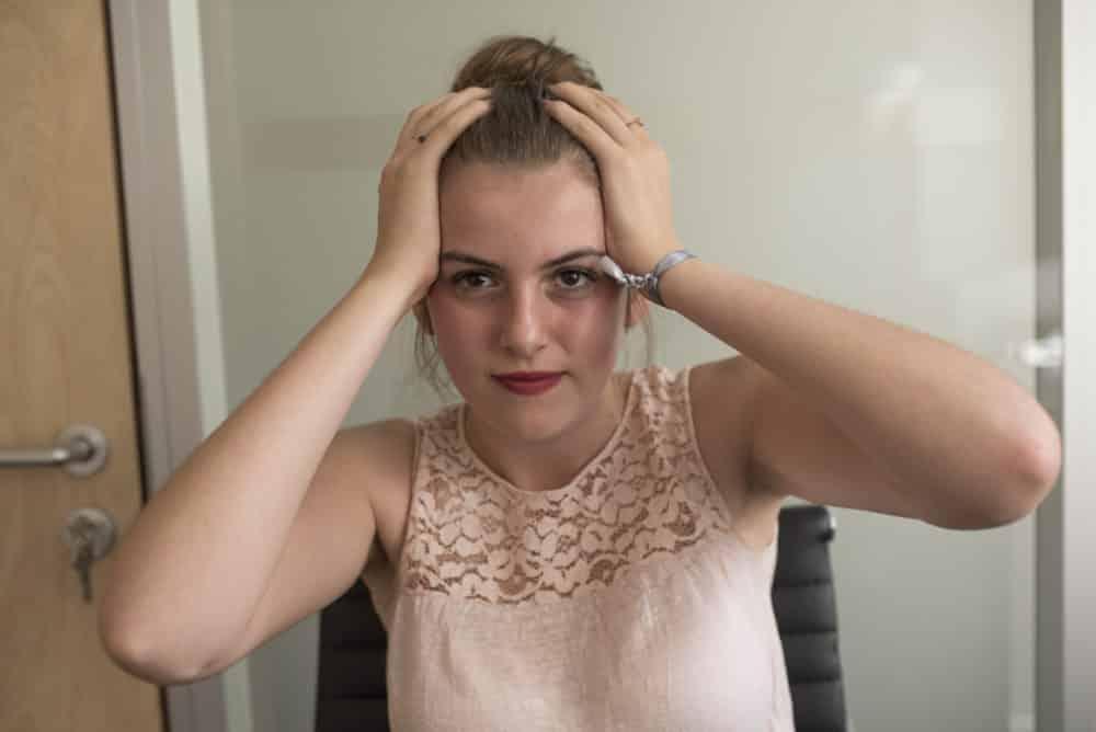 jeune fille qui est stressée par Parcoursup - Droit Photo réservé